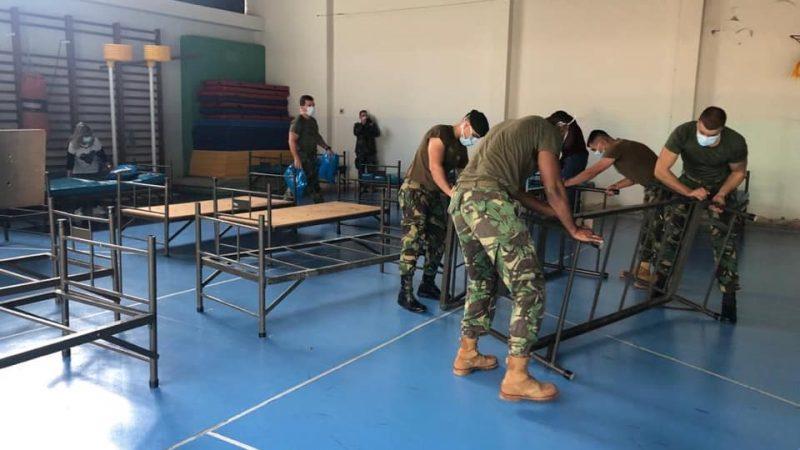 Militares do RI15 instalam camas no CIRE para eventual alojamento temporário